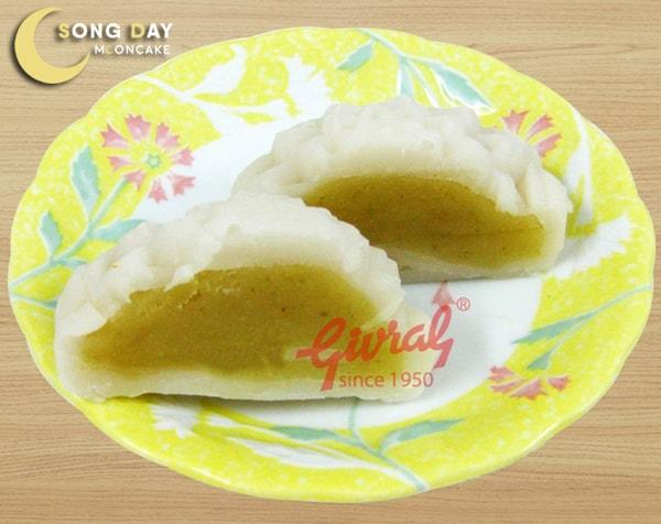 Bánh trung thu Givral dẻo hạt sen Chay